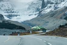 Columbia Icefield Discovery Ce...