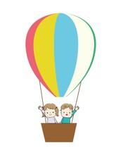 気球に乗って手をふる男の子と女の子
