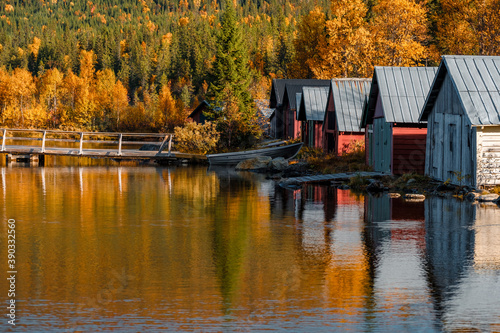 Canvas Beautiful shot of boathouses in Autumn