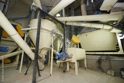 Equipment for mixing ingredients in an animal feed plant Fotobehang