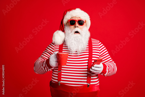 Foto Portrait of his he nice handsome amazed stunned bearded fat overweight Santa dri