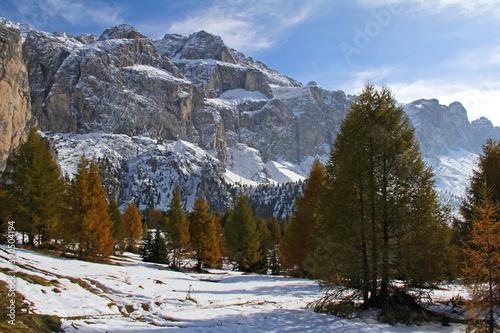 Foto i bastioni occidentali del gruppo del Sella; Dolomiti, Alto Adige