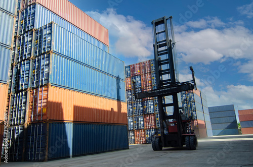 Containers in the port, Shipping & Transportation concept and discharging contai Fotobehang