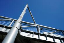 非塗装鉄骨の歩道橋