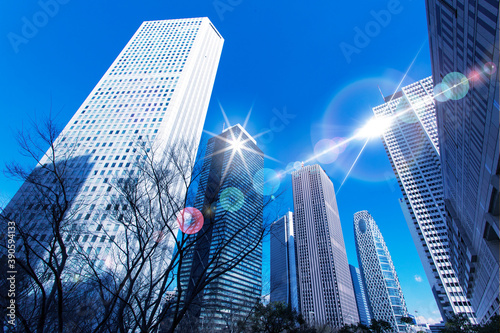新宿のオフィスビル群