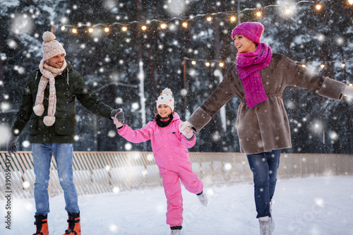 Fotografie, Obraz christmas, family and leisure concept - happy mother, father and daughter at out