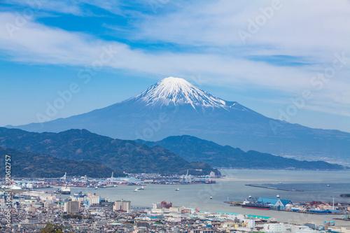 Obraz 日本平から見た富士山と清水の街並み - fototapety do salonu