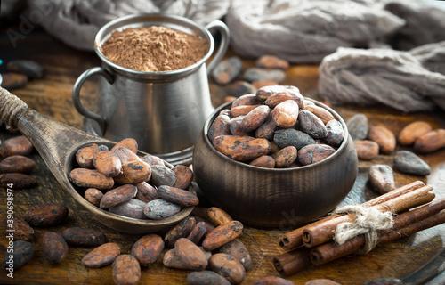 Carta da parati Cocoa beans on old background
