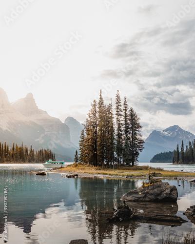 Fototapeta Beautiful Spirit Island in Maligne Lake, Jasper National Park, Alberta, Canada obraz