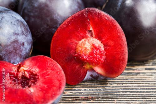 Obraz na plátně healthy sliced plums
