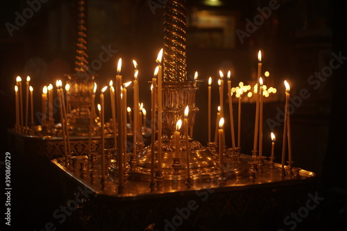 Papel de parede candles burning on a candlestick in the church