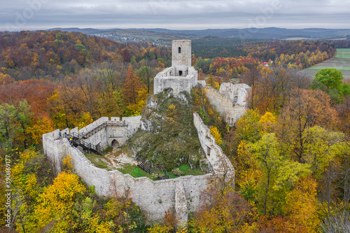 Carta da parati Ruins of the Pilcza castle in Smoleń, Poland