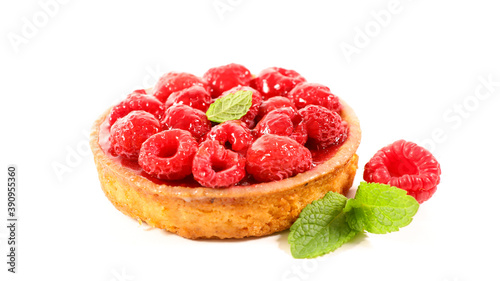 Papel de parede raspberry tart isolated on white background