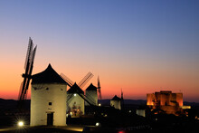 Moulins En Espagne Au Coucher ...