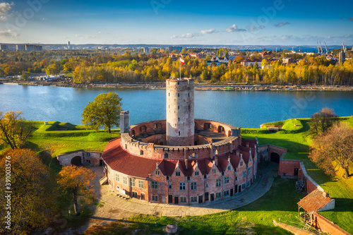 Papel de parede Aerial landscape of the Wisloujscie fortress in autumnal scenery, Gdansk