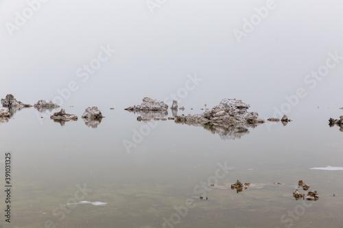 Fotografía Beautiful shot of Tufa formations of Mono Lake, California