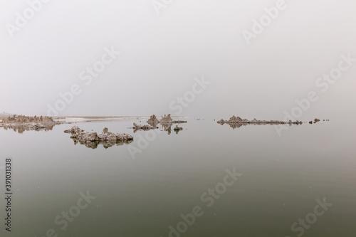 Cuadros en Lienzo Beautiful shot of Tufa formations of Mono Lake, California