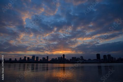 Canvas-taulu 夜明けの街