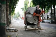 Molen, A Concrete Or Cement Mixer Machine That Has A Residue Of Dry Cast Dough.