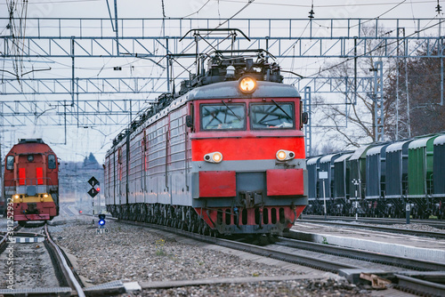 Freight locomotives moves on the station Fototapet