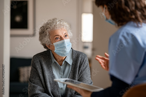 Obraz Doctor home visit a senior woman during the covid-19 pandemic - fototapety do salonu