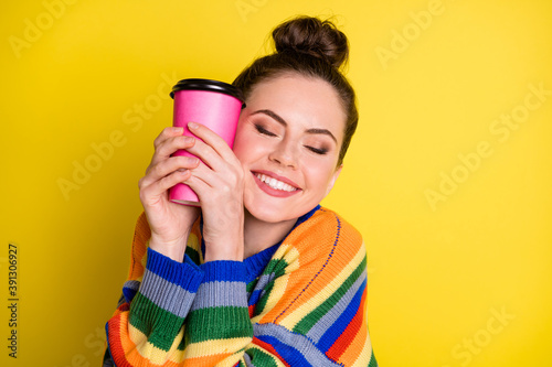Photo Photo of beautiful young woman hold face coffee cup closed eyes adore isolated o