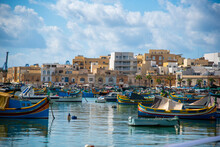Barcos En La Orilla En Marsaxl...