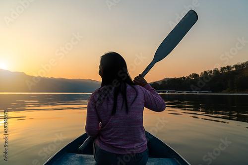 Cuadros en Lienzo Silhouette Beautiful body positive chubby girl woman kayak happy peace placid ad