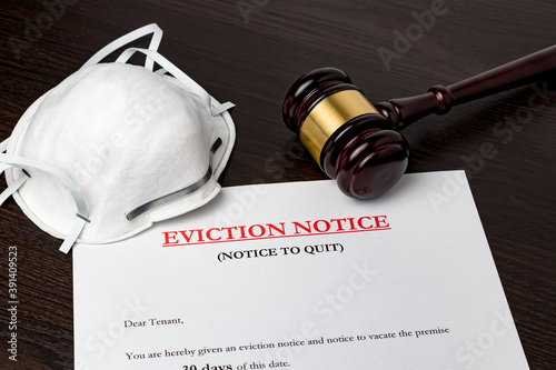 Obraz Eviction notice document with gavel and N95 face mask. Concept of financial hardship, housing crisis and mortgage payment default during Covid-19 coronavirus pandemic. - fototapety do salonu