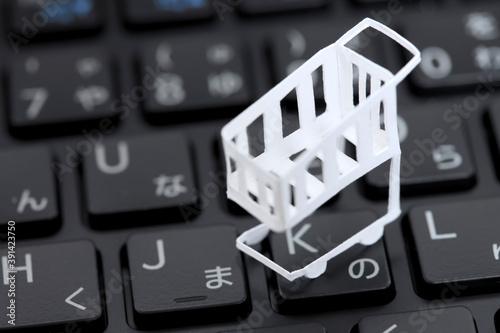 Cuadros en Lienzo ペーパークラフトのショッピングカートとキーボード