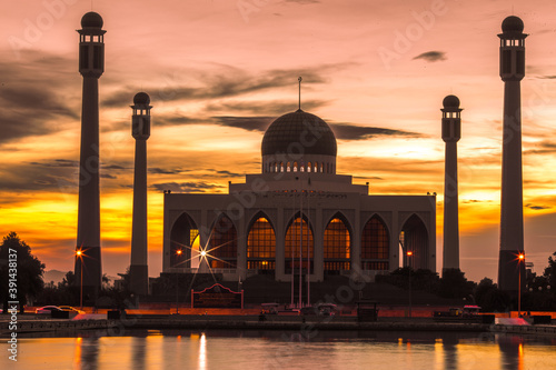Fototapeta Landscape of central mosque at twilight time, Hat yai,Songkhla, Beautiful destin