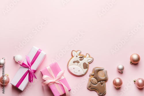 Valokuva Tasty cookies in shape of bull and Christmas decor on color background