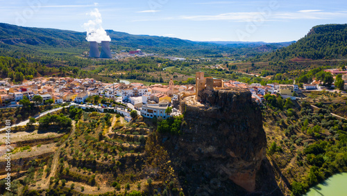 Fotomural Aerial view of historical Spanish town of Cofrentes with medieval castle on top