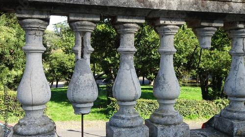 Fotografía Antica balaustra in marmo nel giardino