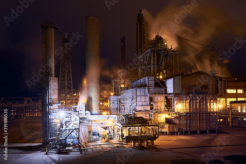 Petrochemical plant in night Fototapete