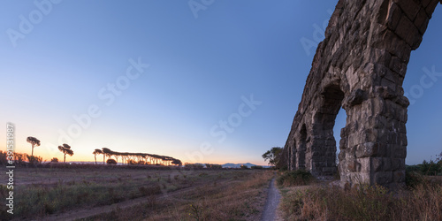 Ancient Roman Aqueduct of Claudius ruins in famous Parco degli Acquedotti, Rome, Fototapete