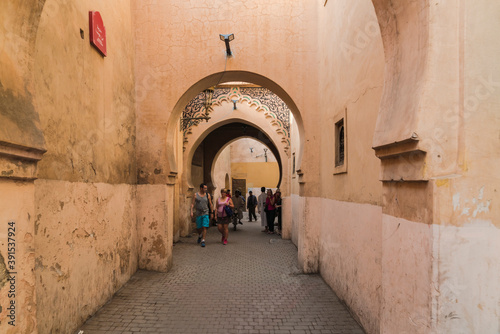 Obraz na plátne Arched passage or alley in Medina in Marrakech
