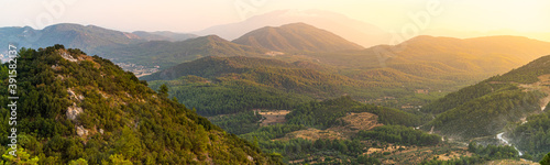Fotomural Sunset on a mountainside panoramic