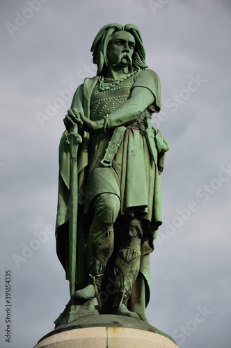 Fototapeta Vertical shot of the Vercingetorix Monument captured in Burgundy, France