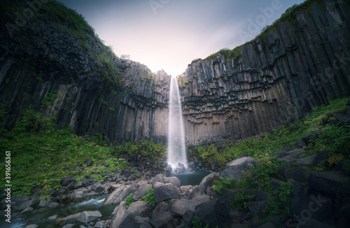 Fotografía Svartifoss, Iceland's most colonnaded waterfall
