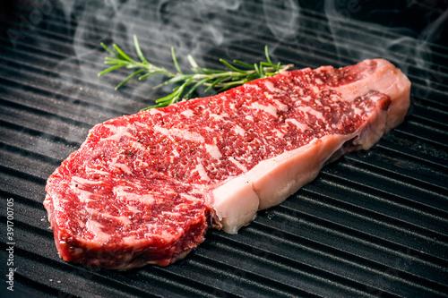 Fotografering 国産和牛サーロインステーキのグリル Grilled Wagyu sirloin steak