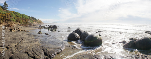 Spherical Rock Moeraki Boulders located at Koekohe Beach on the South Island of New Zealand Fototapet