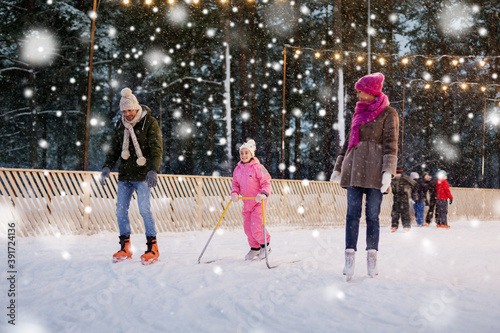 Fotografie, Obraz christmas, family and leisure concept - happy mother, father and daughter with s