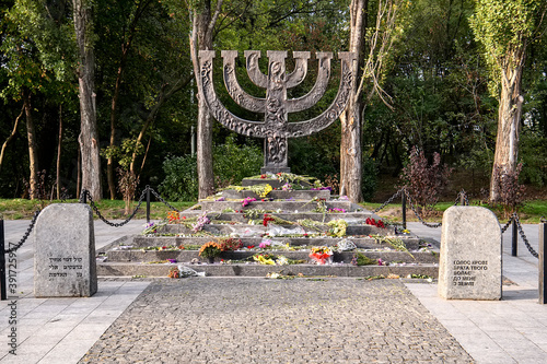 Fényképezés Menorah monument in Memory of Jews Victims at the Babyn Yar National Historical Memorial