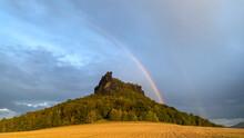 Der Liliensteinmit Regenbogen, Sächsische Schweiz, Sachsen, Deutschland
