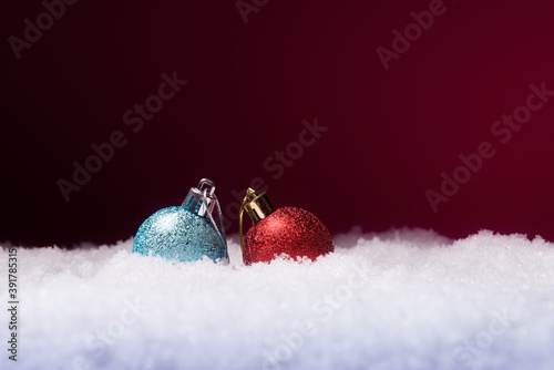 Papel de parede Christmas balls in snow over pink background with copy space