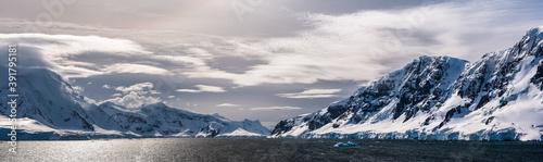 Canvas-taulu Mountains along the Neumayer Channel, Antarctic Peninsula, Antarctica