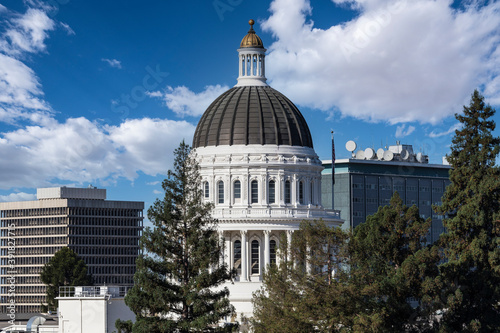 California State Capitol building dome in Sacramento with cloudy sky Fototapet