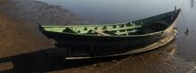 Barco Velho Com Interior Verde...