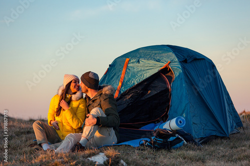 Foto Couple on camping at mountain
